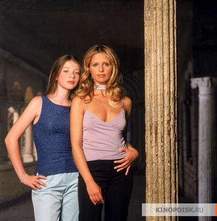 http://st.kinopoisk.ru/im/kadr/1/0/1/kinopoisk.ru-Buffy-the-Vampire-Slayer-1014128.jpg