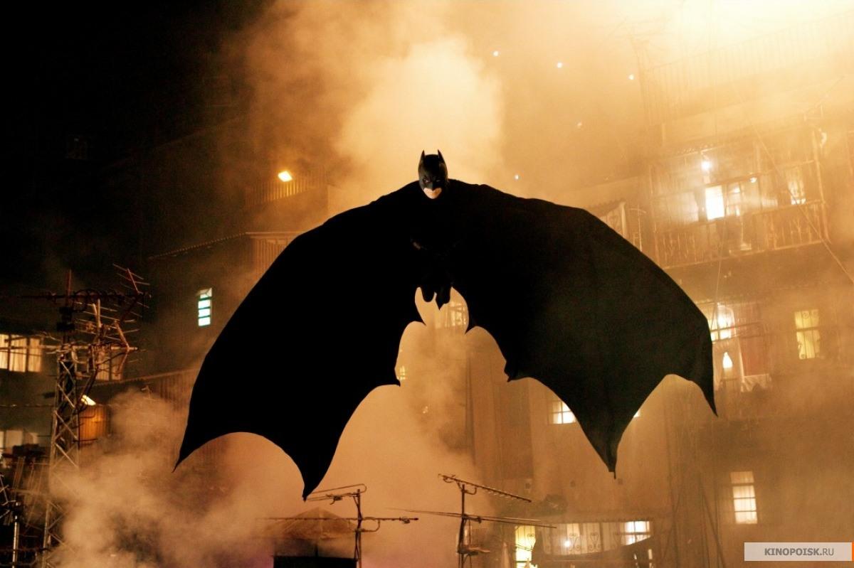 http://st.kinopoisk.ru/im/kadr/1/0/7/kinopoisk.ru-Batman-Begins-1076218.jpg