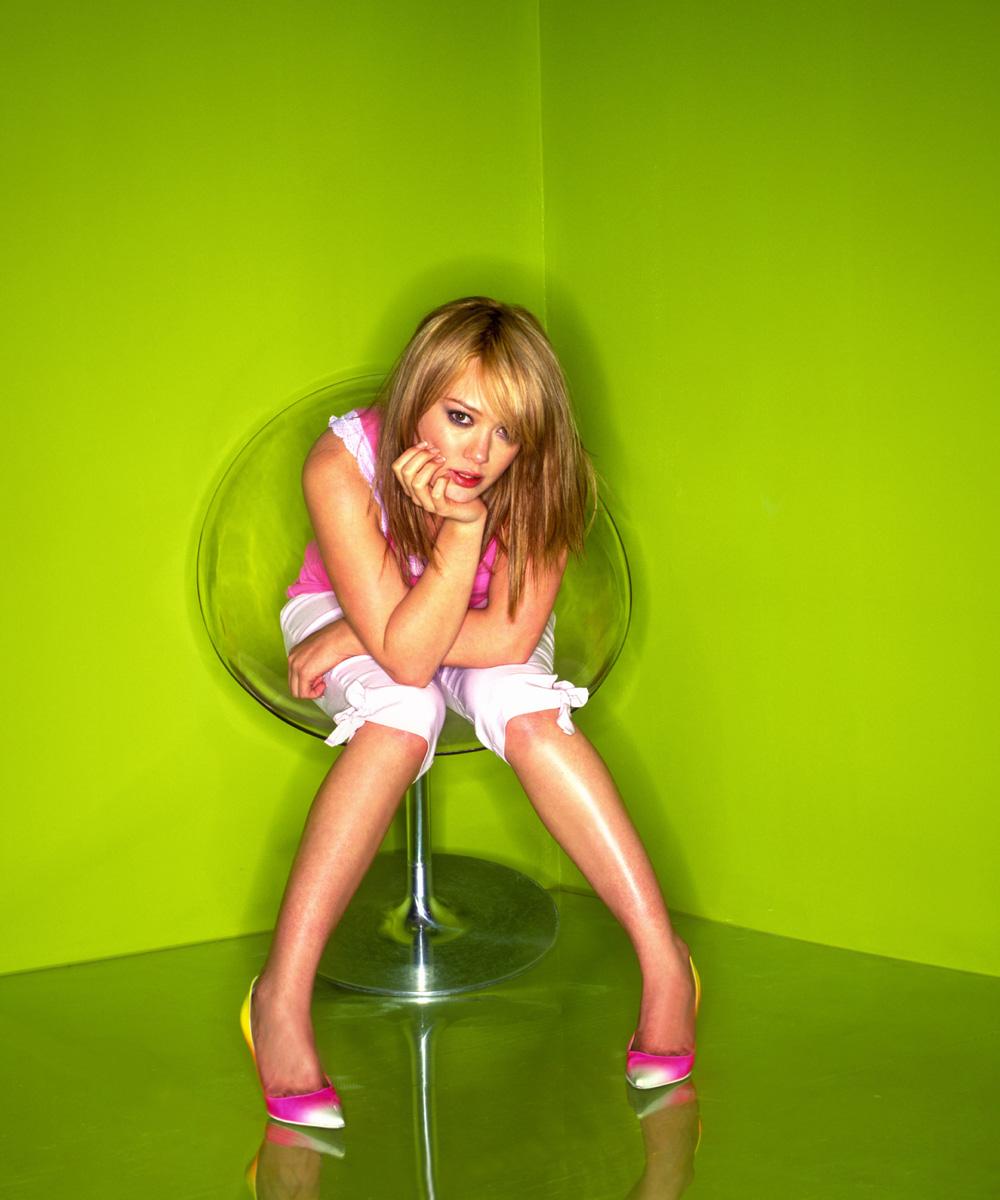 http://st.kinopoisk.ru/im/kadr/1/1/0/kinopoisk.ru-Hilary-Duff-1106860.jpg