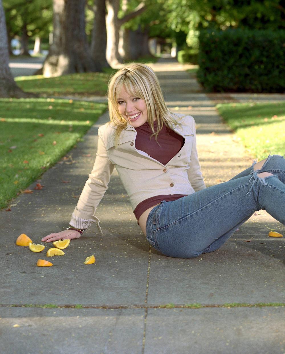 http://st.kinopoisk.ru/im/kadr/1/1/0/kinopoisk.ru-Hilary-Duff-1106863.jpg