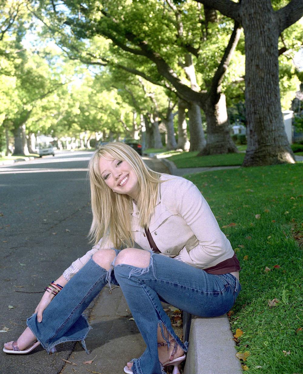 http://st.kinopoisk.ru/im/kadr/1/1/0/kinopoisk.ru-Hilary-Duff-1106866.jpg