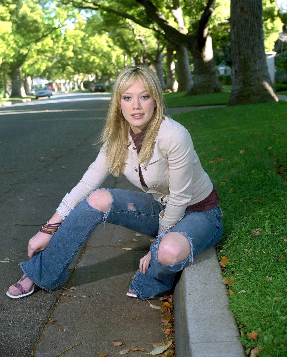 http://st.kinopoisk.ru/im/kadr/1/1/0/kinopoisk.ru-Hilary-Duff-1106867.jpg