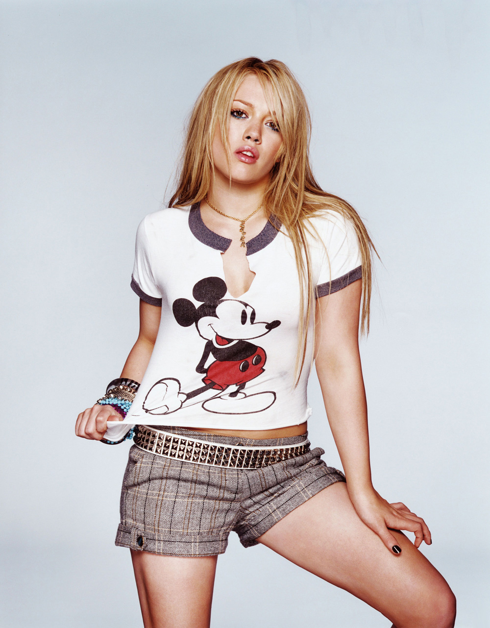 http://st.kinopoisk.ru/im/kadr/1/1/0/kinopoisk.ru-Hilary-Duff-1106870.jpg