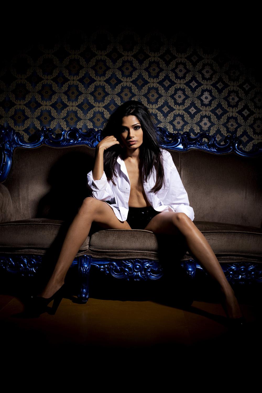 Актрисы, которые нам нравятся Kinopoisk.ru-Freida-Pinto-1234343