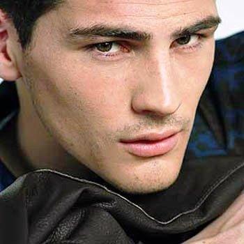 http://st.kinopoisk.ru/im/kadr/1/2/7/kinopoisk.ru-Iker-Casillas-1274612.jpg