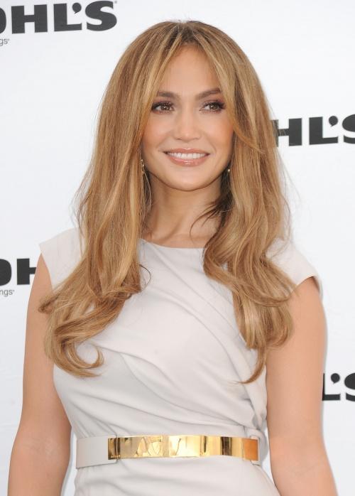 http://st.kinopoisk.ru/im/kadr/1/4/1/kinopoisk.ru-Jennifer-Lopez-1410132.jpg