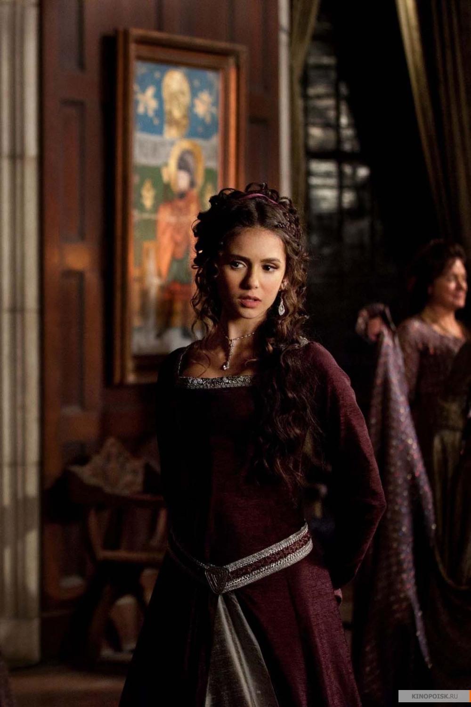http://st.kinopoisk.ru/im/kadr/1/5/5/kinopoisk.ru-Vampire-Diaries_2C-The-1552501.jpg