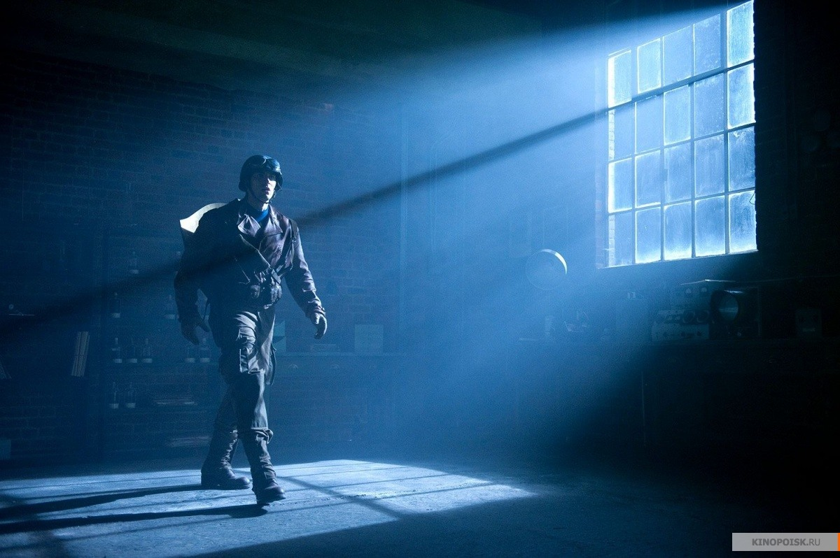 http://st.kinopoisk.ru/im/kadr/1/6/1/kinopoisk.ru-Captain-America_3A-The-First-Avenger-1615451.jpg