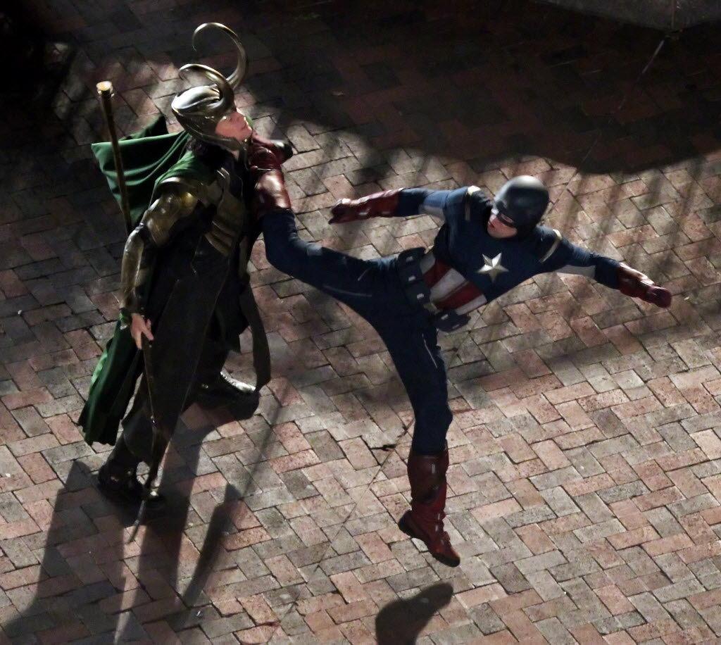 http://st.kinopoisk.ru/im/kadr/1/6/7/kinopoisk.ru-Avengers_2C-The-1671516.jpg