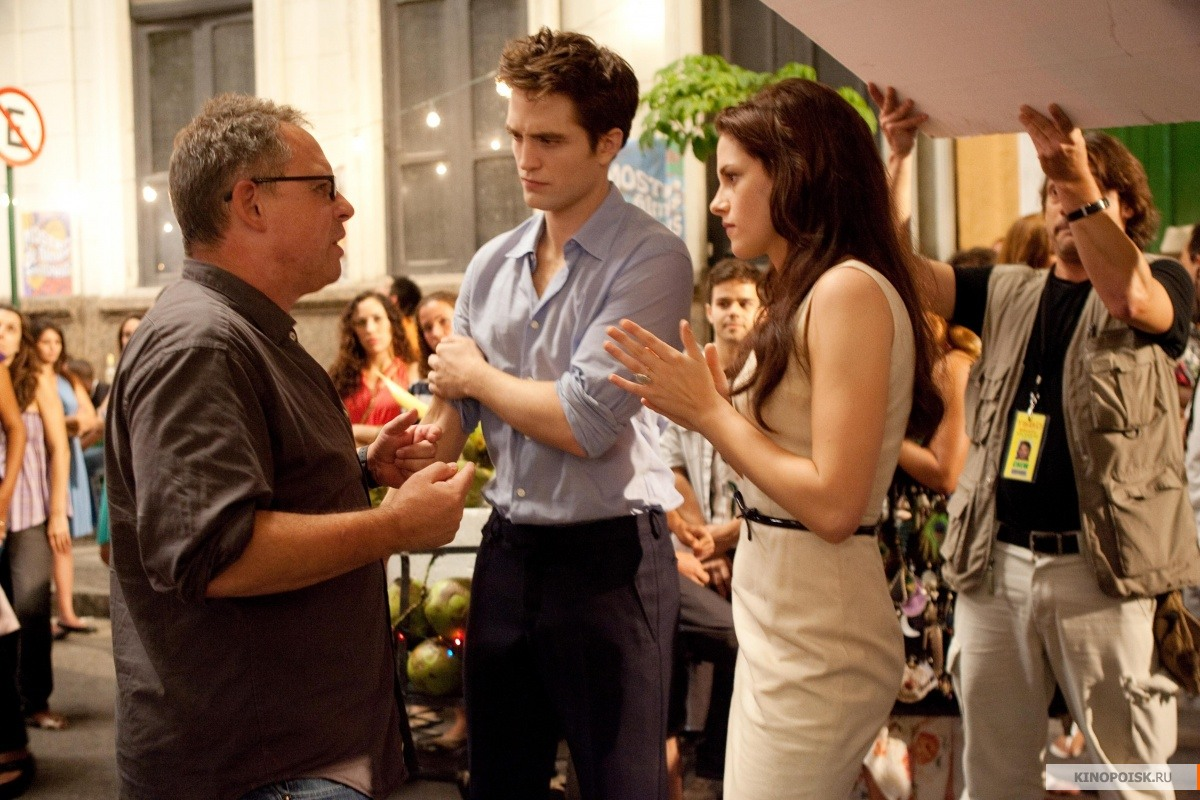 http://st.kinopoisk.ru/im/kadr/1/6/9/kinopoisk.ru-Twilight-Saga_3A-Breaking-Dawn-Part-1_2C-The-1695601.jpg