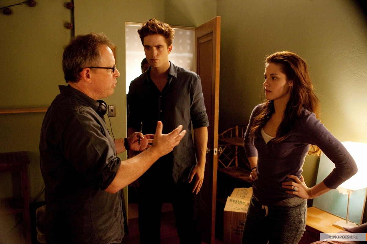 http://st.kinopoisk.ru/im/kadr/1/7/3/kinopoisk.ru-Twilight-Saga_3A-Breaking-Dawn-Part-1_2C-The-1738896.jpg