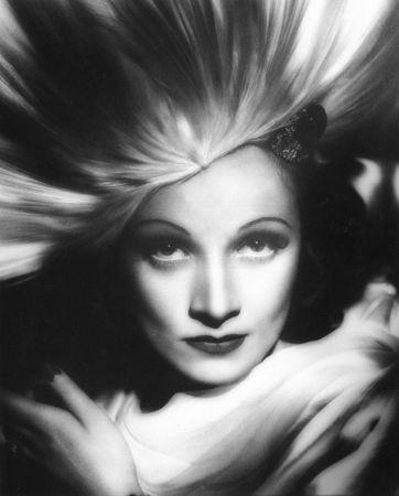 http://st.kinopoisk.ru/im/kadr/2/5/6/kinopoisk.ru-Marlene-Dietrich-256868.jpg