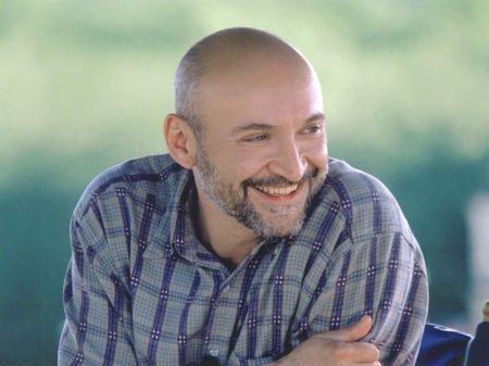 http://st.kinopoisk.ru/im/kadr/2/9/2/kinopoisk.ru-Frank-Darabont-292468.jpg