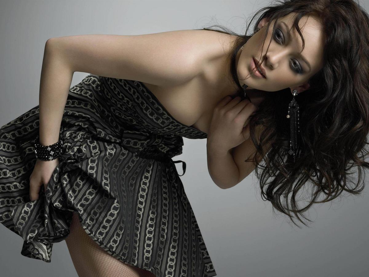 http://st.kinopoisk.ru/im/kadr/9/0/5/kinopoisk.ru-Hilary-Duff-905900.jpg