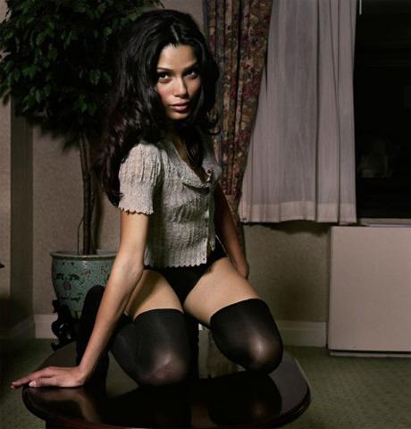 Актрисы, которые нам нравятся Kinopoisk.ru-Freida-Pinto-927047
