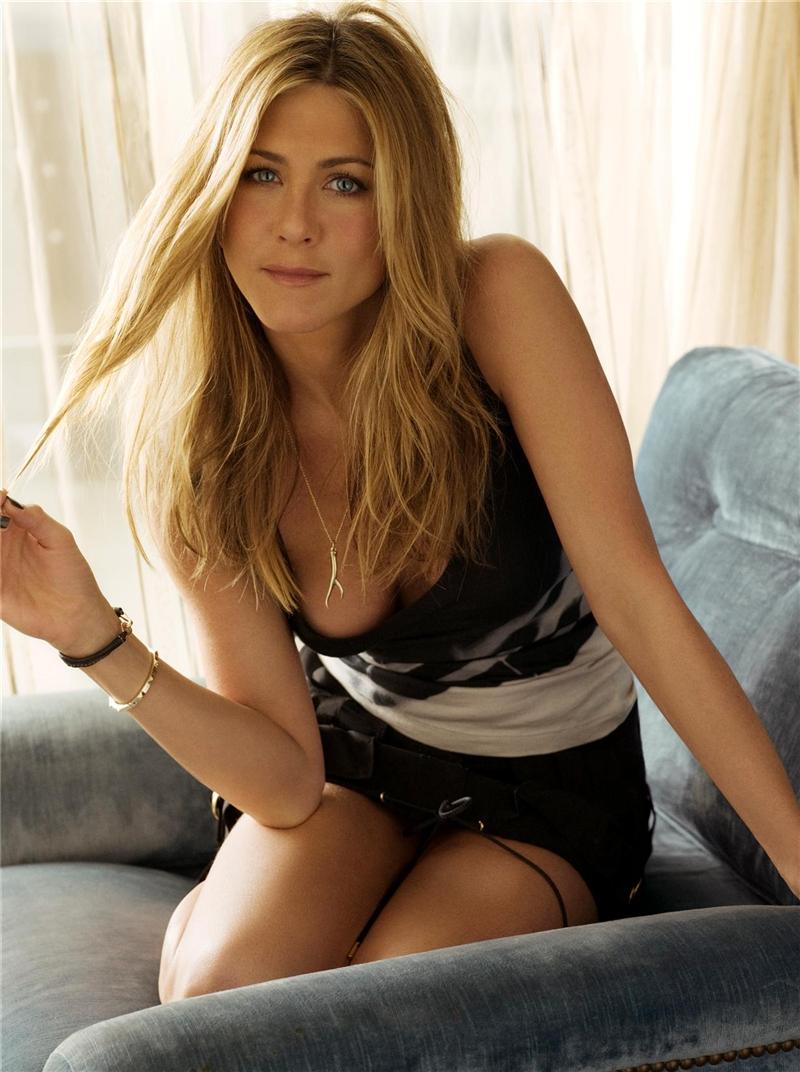 http://st.kinopoisk.ru/im/kadr/9/3/8/kinopoisk.ru-Jennifer-Aniston-938760.jpg