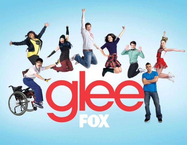 http://st.kinopoisk.ru/im/poster/1/2/7/kinopoisk.ru-Glee-1270890.jpg