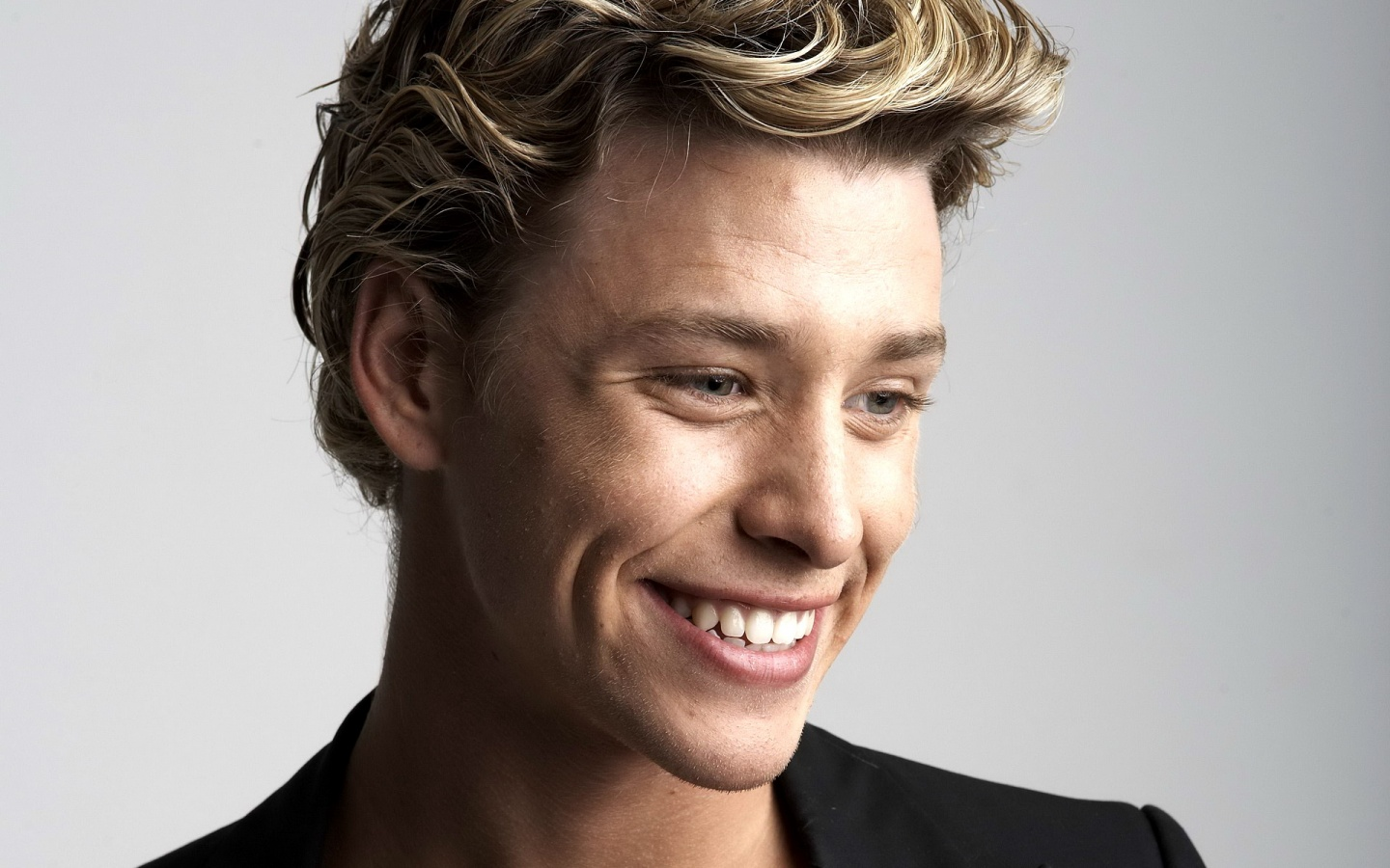 ???? ????? (Mitch Hewer)