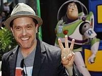 Сколько пальцев показывает Ли Анкрич?